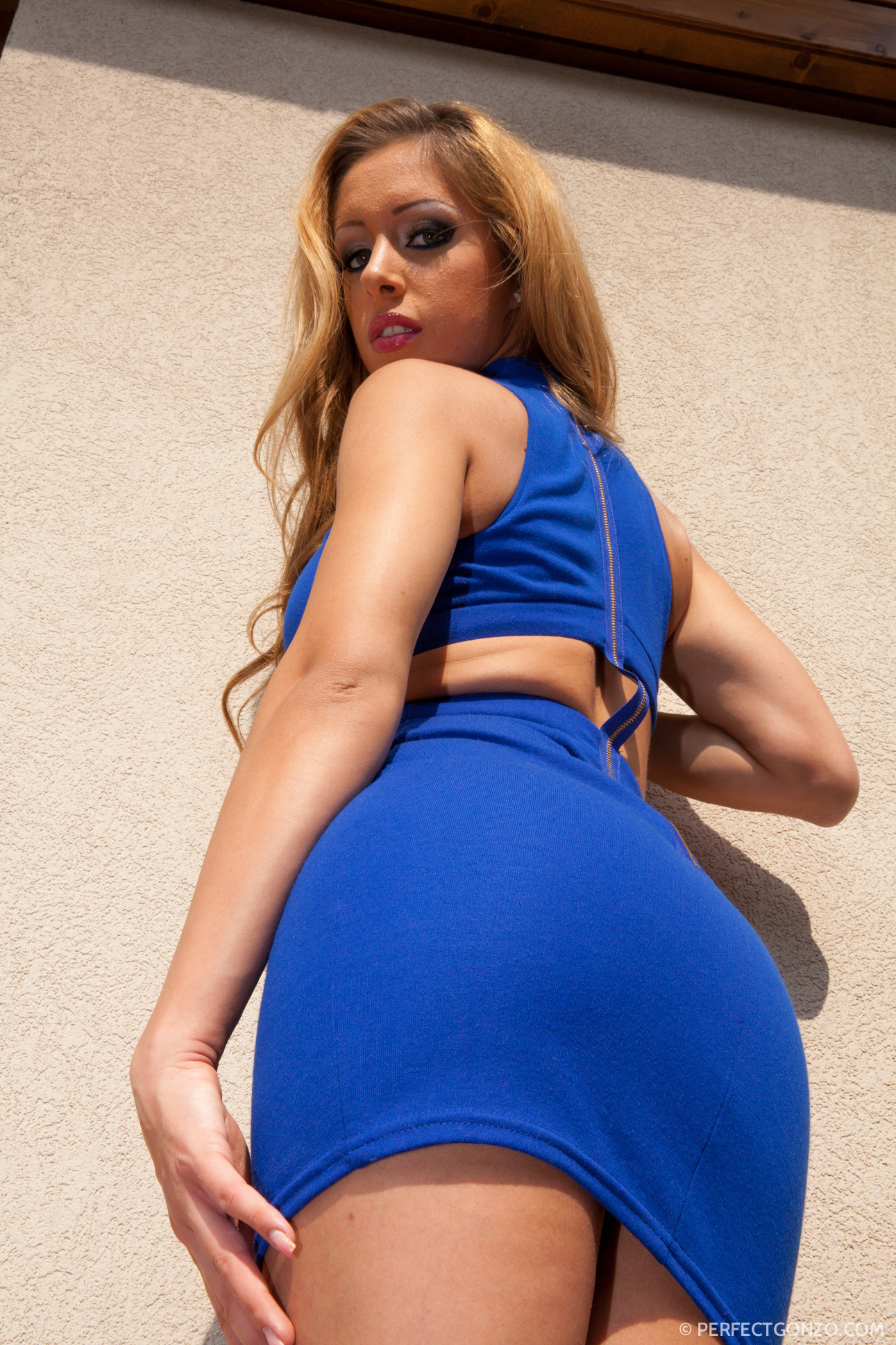 Allinternal melanie gold strips off a skin tight blue dress 5
