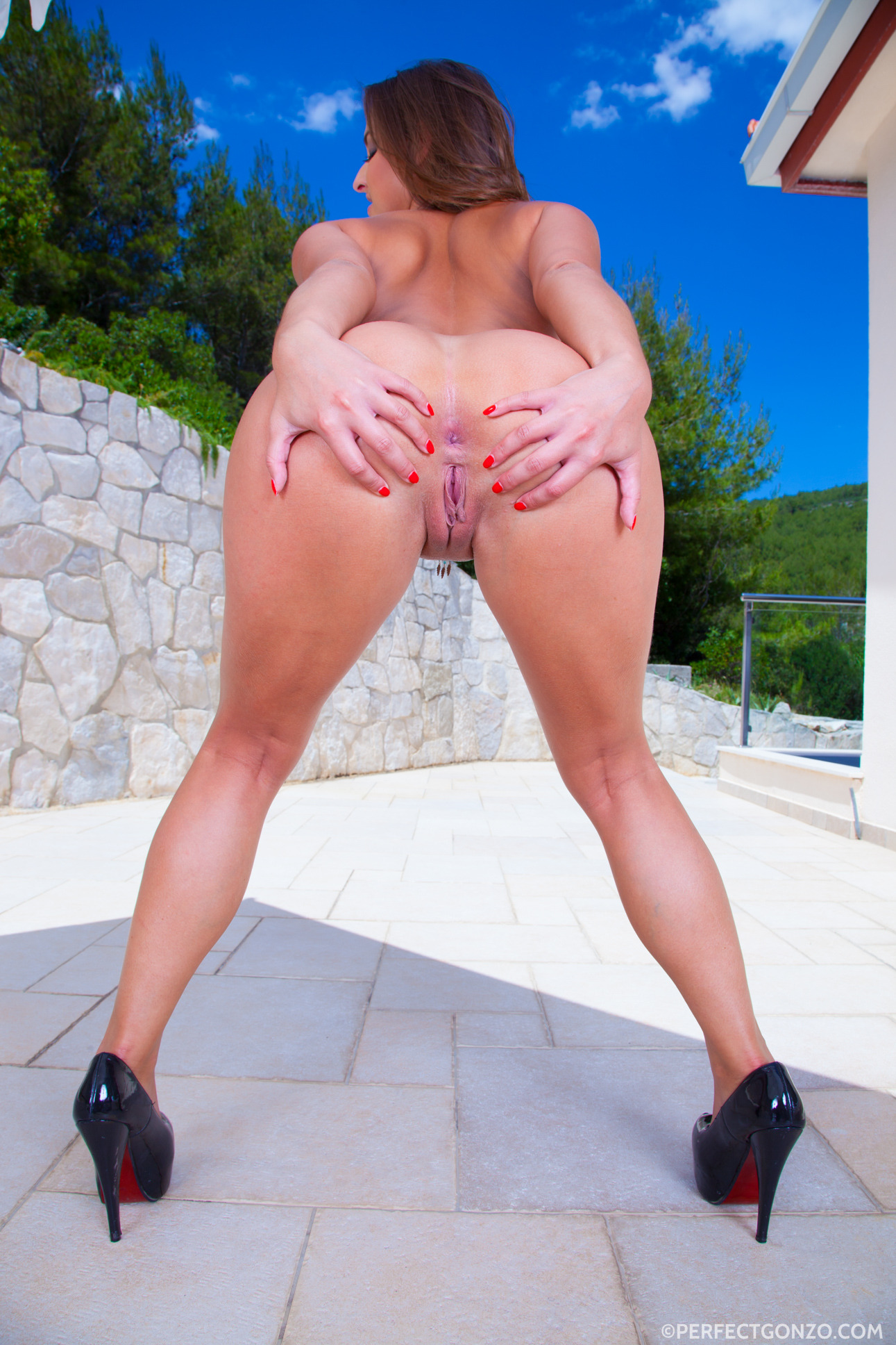 Ass traffic she swallows their cum greedily after they fuck her